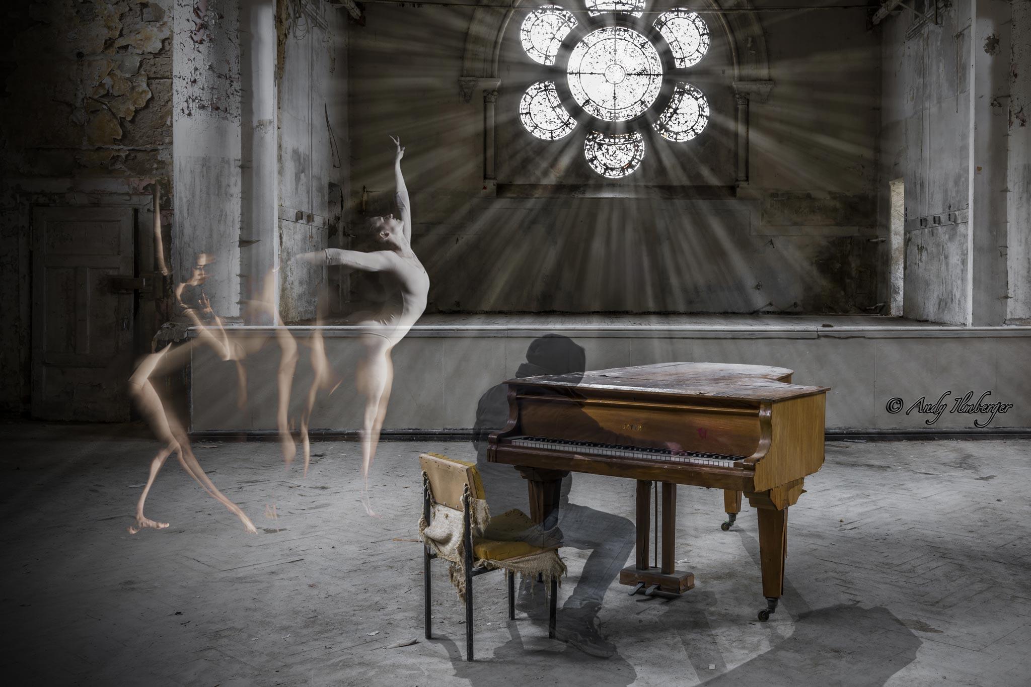 Composing Geist am Piano und die Tänzerin (Foto: Andy Ilmberger)