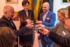 Auf eine erfolgreiche Ausstellung (Foto: Andy Ilmberger)