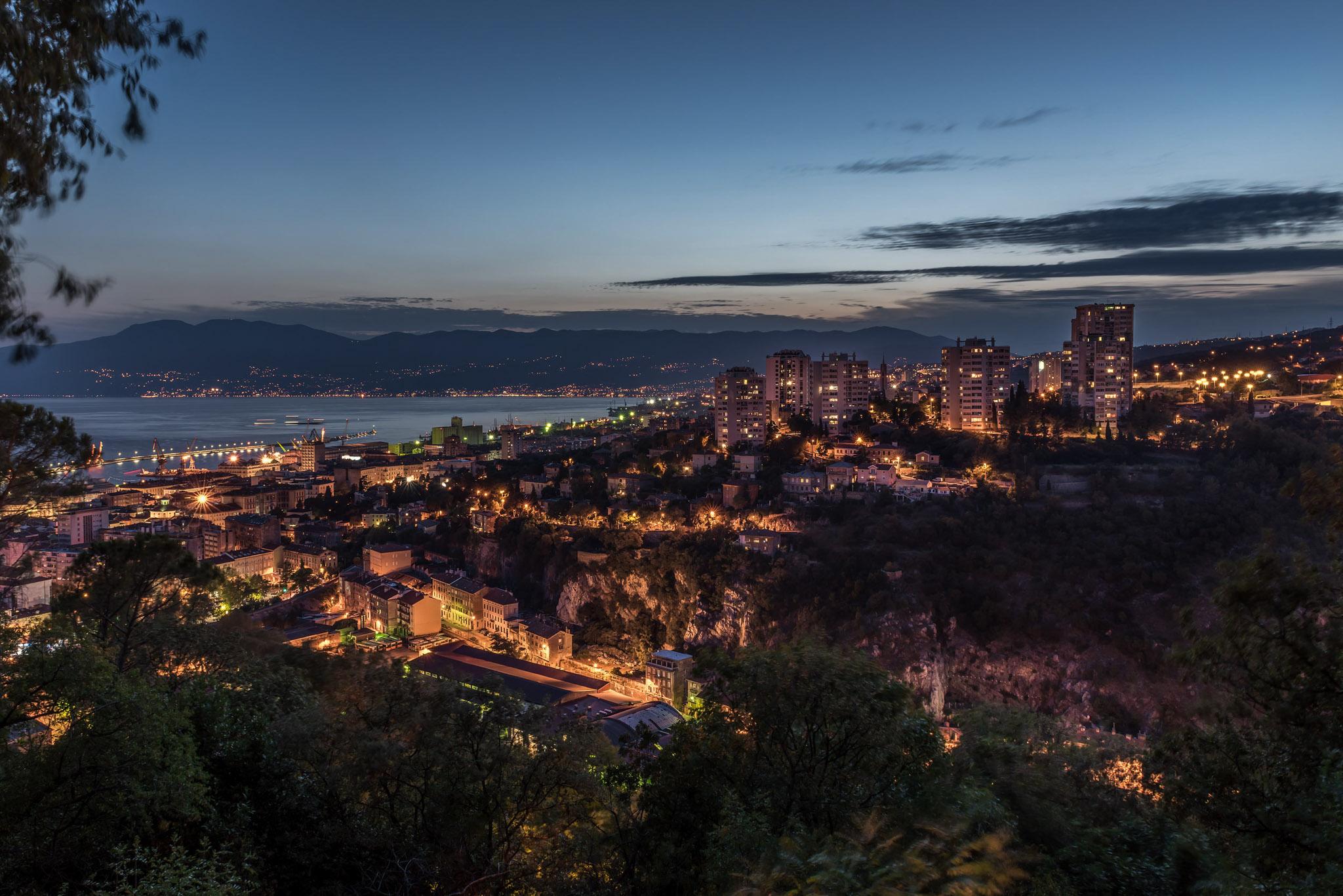Rijeka bei Nacht (Foto: Niklas Neubauer)