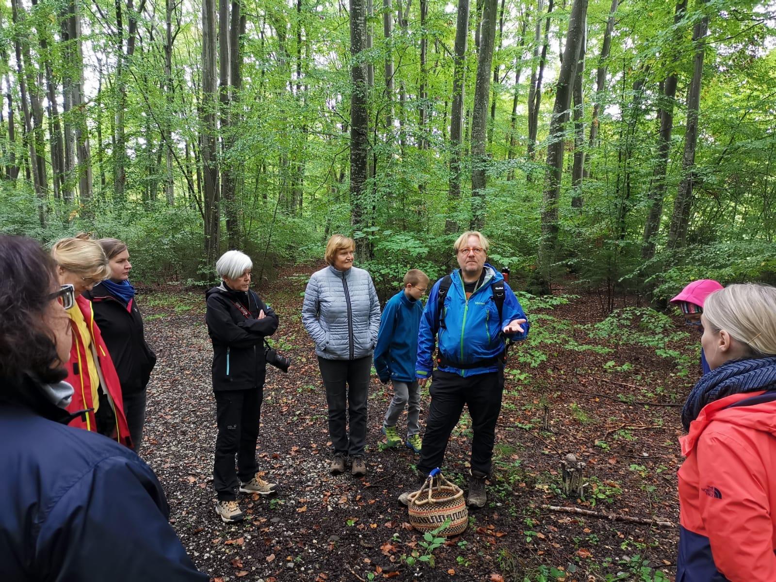 Pilz-Exkursion mit Peter Karasch (Foto: Niklas Neubauer)