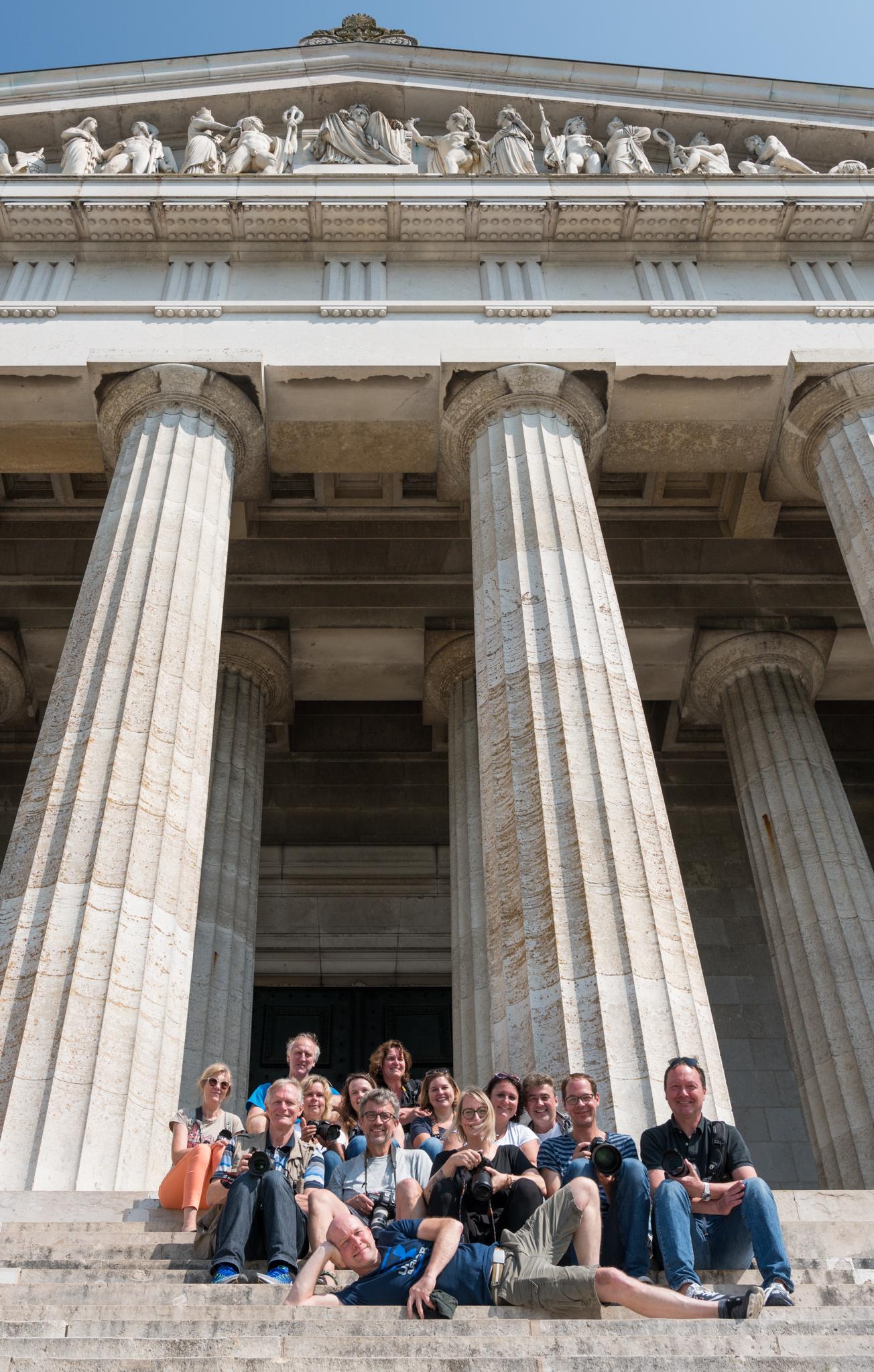 Hinter den Kulissen: Gruppenfoto an der Walhalla (Foto: Tom Hirschmann)