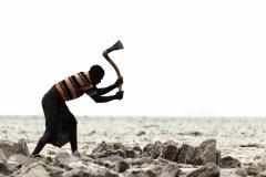 Arbeiter beim Gewinnen von Salz (Foto: Peter Schreyer)