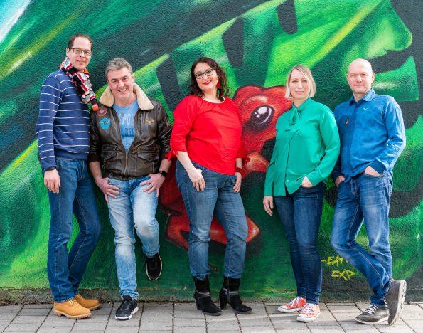 Vorstandschaft Fotoclub Wolfratshausen - von links nach rechts: Niklas Neubauer, Andy Ilmberger, Sandra Ilmberger, Birgit Rilk und Thomas Hirschmann