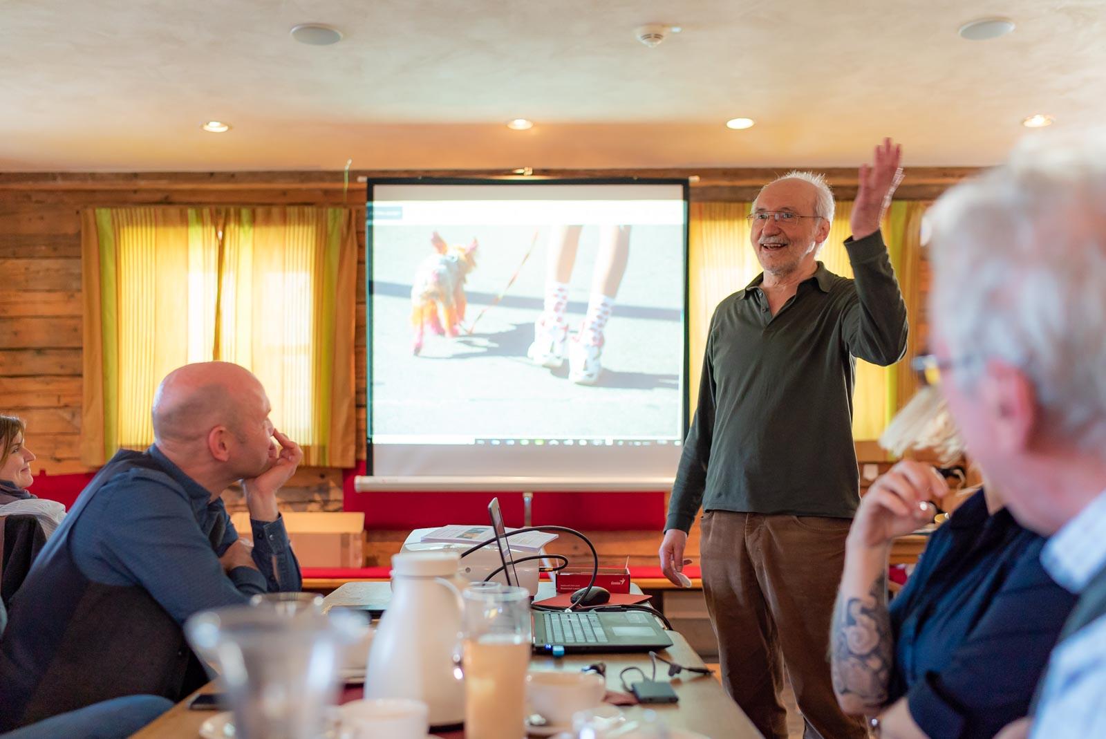 Herbert Becke zu Gast beim Fotoclub Wolfratshausen in seinem unnachahmlichen Element